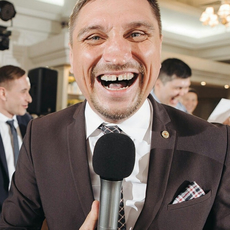 Ведущий Алексей Тараканов